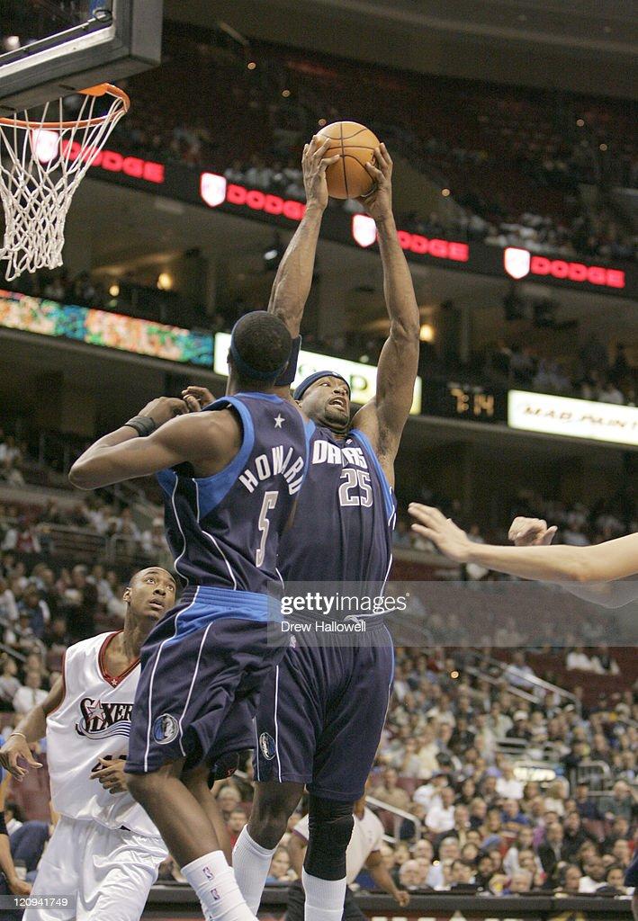 Dallas Mavericks Erick Dampier during a game against the Wednesday, Nov. 9, 2005 in Philadelphia, PA. The Philadelphia 76ers defeated the Dallas Mavericks 112-97.