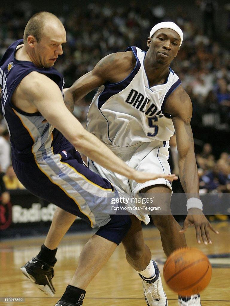 Dallas Mavericks Josh Howard 5 drives on Brian Cardinal o