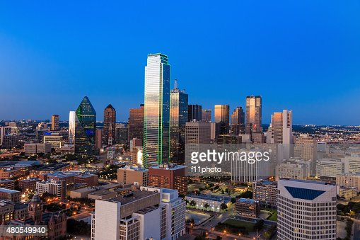 Dallas, paisaje de Texas en la puesta de sol y cielo azul : Foto de stock