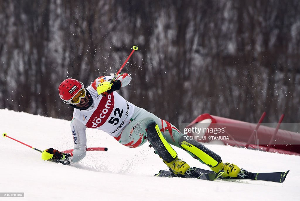 Dalllbor Samsal of Hungary looses his balance during the FIS Ski World Cup 2015/2016 men's slalom competition first run at the Naeba ski resort in Yuzawa town, Niigata prefecture on February 14, 2016. AFP PHOTO / TOSHIFUMI KITAMURA / AFP / TOSHIFUMI KITAMURA