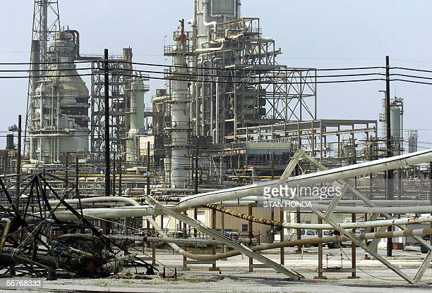 Damaged supply pipes lie in front of the idle Valero Oil Refinery 25 September 2005 in Port Arthur Texas in the aftermath of Hurricane Rita The US...