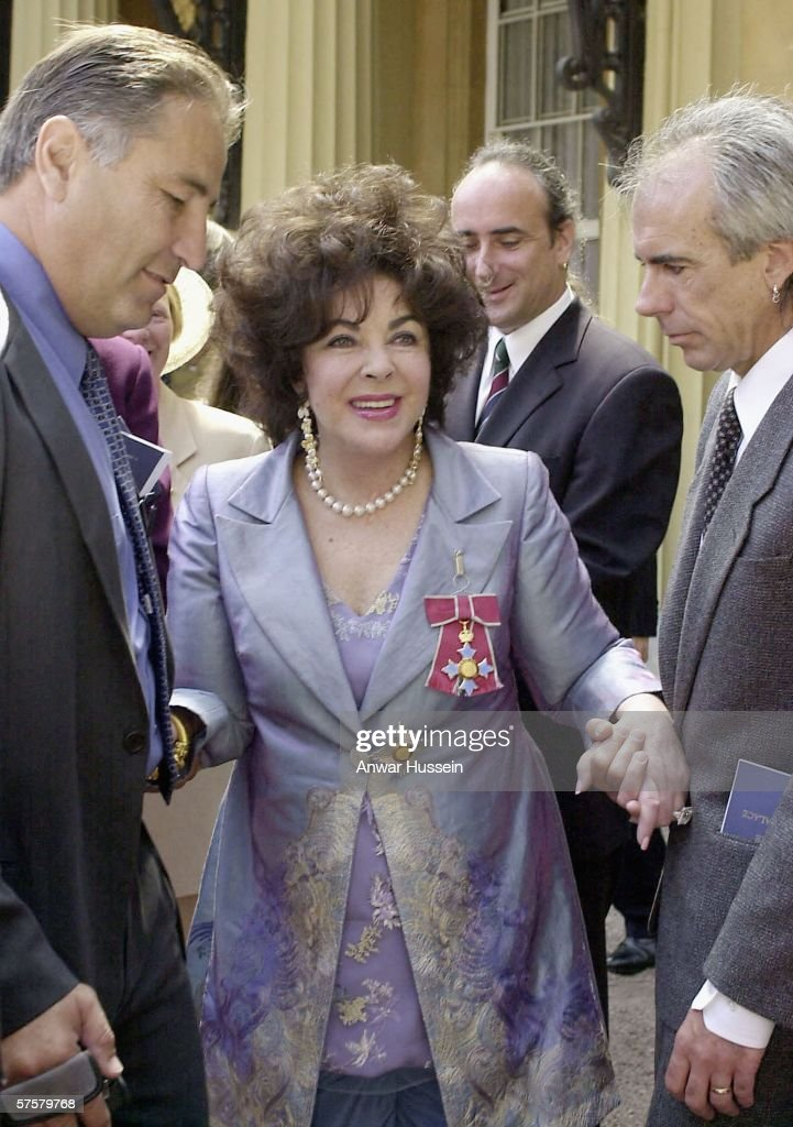 Dame Elizabeth Taylor is accompanied by her family as she leaves Buckingham Palace after receiving the honour of Dame Commander of the Order of the British Empire from Queen Elizabeth II at a ceremony held at Buckingham Palace on May 16, 2000 in London England. Anwar Hussein Collection