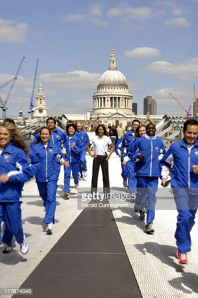 Dame Kelly Holmes and the 2007 Blue Planet Run Athlete Team