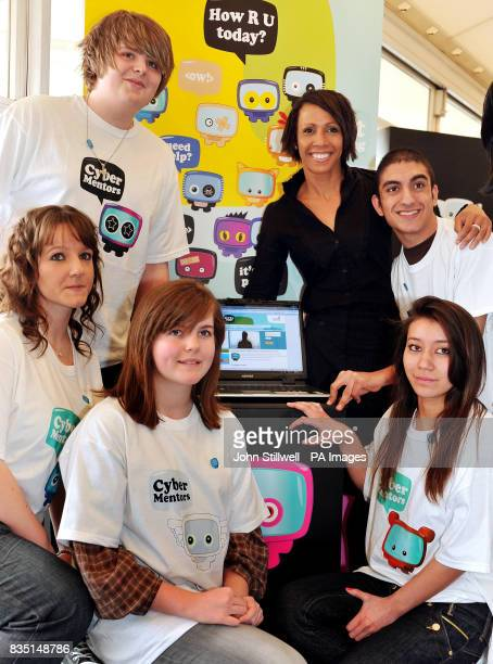 Dame Kelly Holmes the Olympic double Gold Medallist views the Cyber Mentors website with young Mentors The programme aims to tackle cyber bullying of...