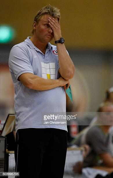 Dame Ligaen Coach Jan Paulsen Team Esbjerg is dissapointed © Jan Christensen / Frontzonesportdk