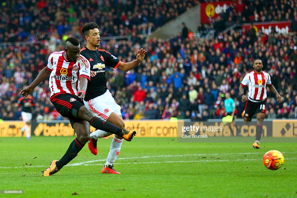 <a gi-track='captionPersonalityLinkClicked' href=/galleries/search?phrase=Dame+N%27Doye&family=editorial&specificpeople=4891064 ng-click='$event.stopPropagation()'>Dame N'Doye</a> of Sunderland shoots at goal under pressure of Cameron Borthwick-Jackson of Manchester United during the Barclays Premier League match between Sunderland and Manchester United at the Stadium of Light on February 13, 2016 in Sunderland, England.