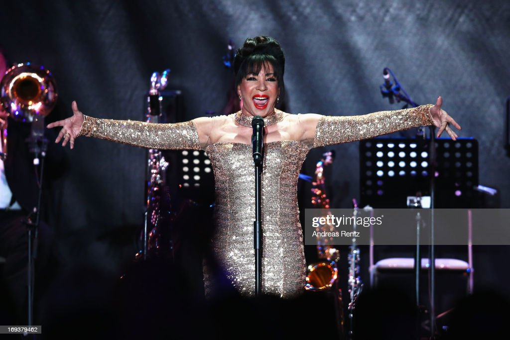 Dame Shirley Bassey performs during amfAR's 20th Annual Cinema Against AIDS during The 66th Annual Cannes Film Festival at Hotel du Cap-Eden-Roc on May 23, 2013 in Cap d'Antibes, France.