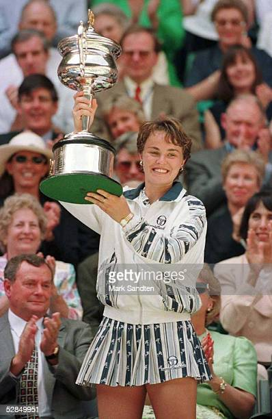 OPEN 1997 Damen Finale 25197 Martina HINGIS mit Pokal