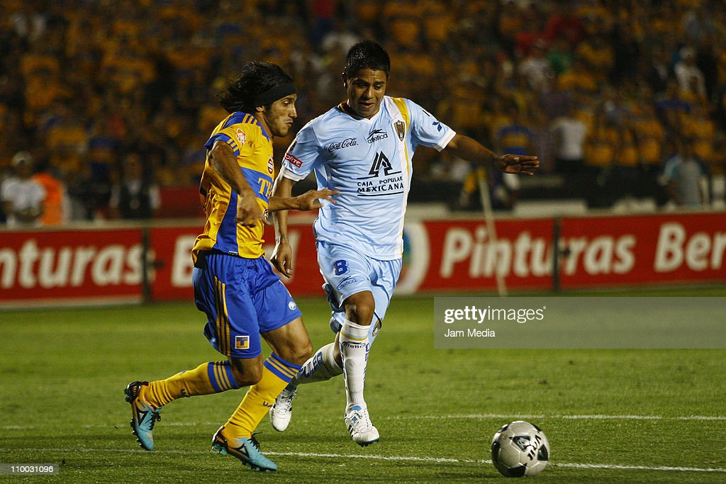 Damian Alvarez (L) of Tigres struggles for the ball with Juan Carlos Medina (R) of San Luis during the Clausura 2011 Tournament in the Mexican Football League at Universitary Stadium on March 12, 2011 in Monterrey, Mexico.