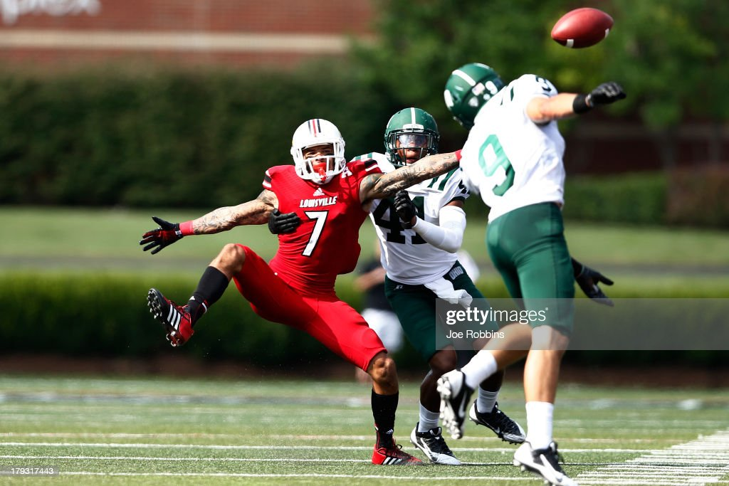 Damian Copeland #7 of the Louisville Cardinals tries to make a reception on a pass defended by Josh Kristoff #9 of the Ohio Bobcats during the game at Papa John's Cardinal Stadium on September 1, 2013 in Louisville, Kentucky.