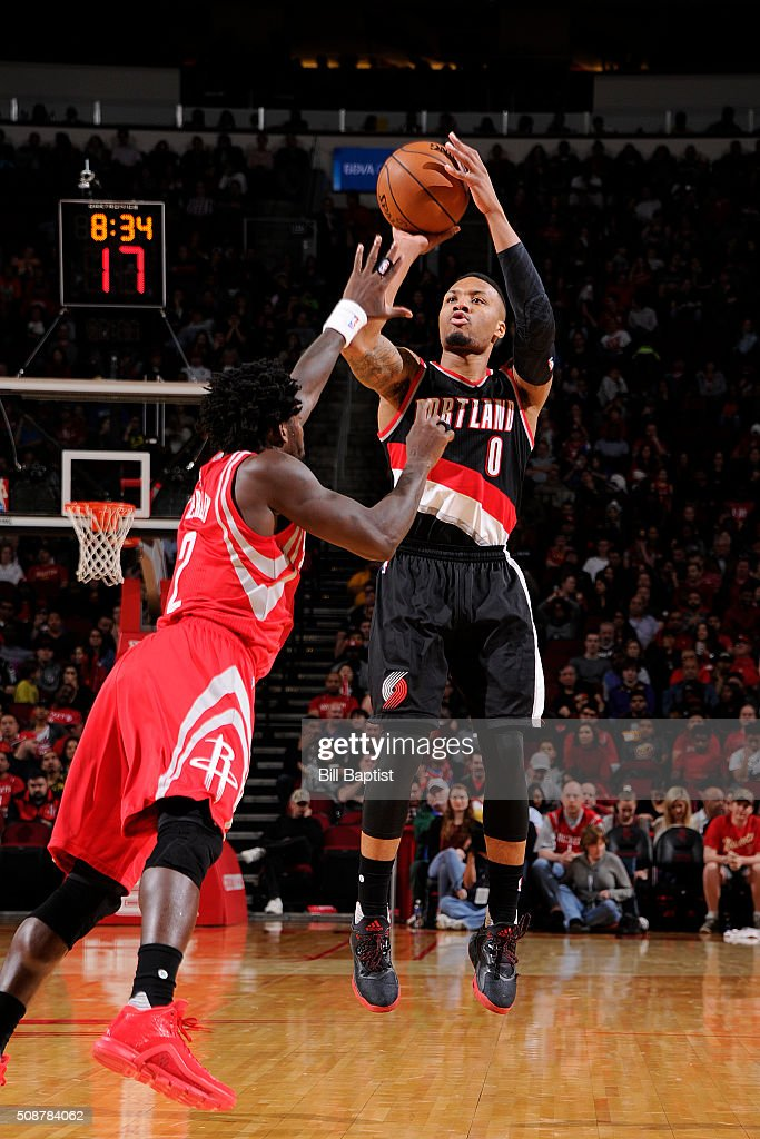Damian Lillard #0 of the Portland Trail Blazers shoots the ball against the Houston Rockets on February 6, 2016 at the Toyota Center in Houston, Texas.