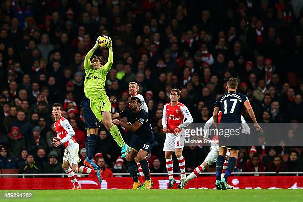 Damian Martinez of Arsenal catches the ball during the Barclays Premier League match between Arsenal and Southampton at Emirates Stadium on December...