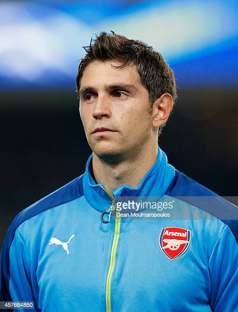 Damian Martinez of Arsenal looks on prior to the UEFA Champions League Group D match between RSC Anderlecht and Arsenal at Constant Vanden Stock...