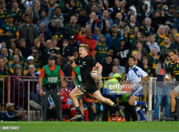 Damian McKenzie of New Zealand on his way to score a try during the Rugby Championship 2017 match between South Africa and New Zealand at DHL...