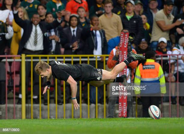 Damian McKenzie of New Zealand scores a try during the Rugby Championship 2017 match between South Africa and New Zealand at DHL Newlands on October...