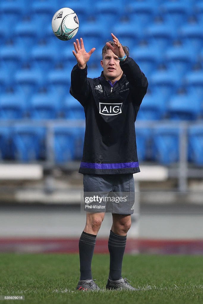 Damian McKenzie of the All Blacks during a New Zealand All Blacks training session at Trusts Stadium on May 31, 2016 in Auckland, New Zealand.