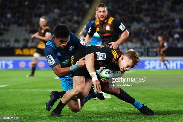 Damian McKenzie of the Chiefs charges forward during the round 14 Super Rugby match between the Blues and the Chiefs and Eden Park on May 26 2017 in...