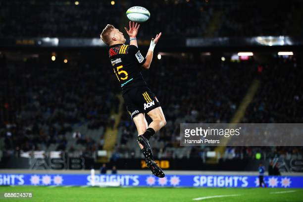 Damian McKenzie of the Chiefs collects the high ball during the round 14 Super Rugby match between the Blues and the Chiefs and Eden Park on May 26...