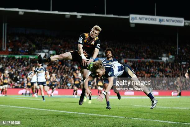 Damian McKenzie of the Chiefs competes for the high ball against Jordan JacksonHope of the Brumbies during the round 17 Super Rugby match between the...