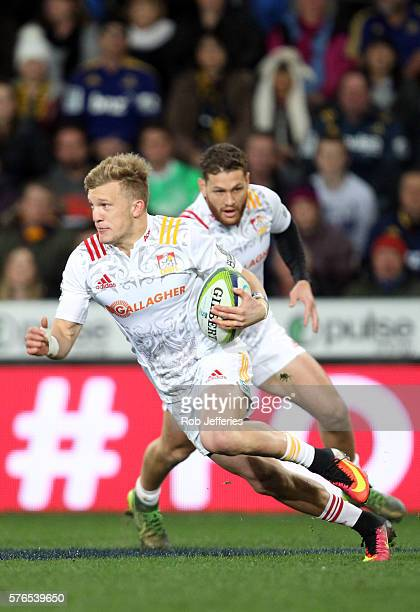 Damian McKenzie of the Chiefs on the counterattack during the round 17 Super Rugby match between the Highlanders and the Chiefs at Forsyth Barr...