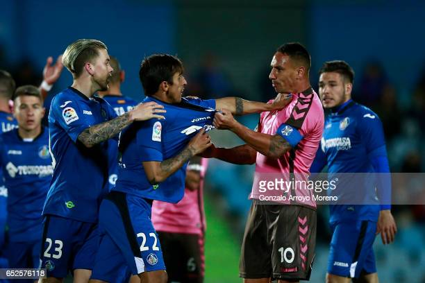 Damian Suarez of Getafe CF argues with Jesus Manuel Santana alias Suso NT of Tenerife SAD during the La Liga second league match between Getafe CF...