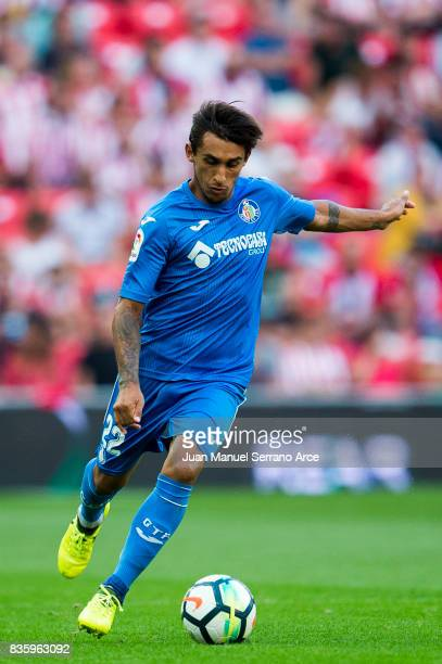 Damian Suarez of Getafe CF controls the ball during the La Liga match between Athletic Club and Getafe at at San Mames Stadium on August 20 2017 in...