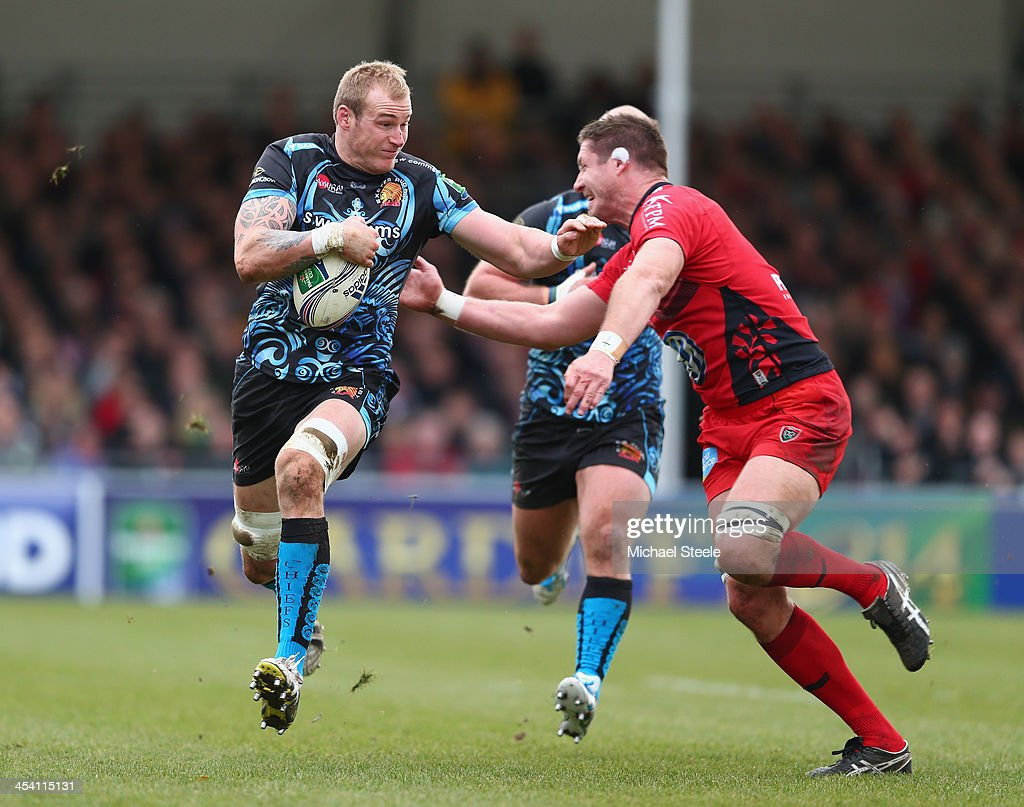 Damian Welch (L) of Exeter Chiefs keeps <a gi-track='captionPersonalityLinkClicked' href=/galleries/search?phrase=Bakkies+Botha&family=editorial&specificpeople=227062 ng-click='$event.stopPropagation()'>Bakkies Botha</a> (R) of Toulon at arms length during the Heineken Cup Pool Two match between Exeter Chiefs and Toulon at Sandy Park on December 7, 2013 in Exeter, England.