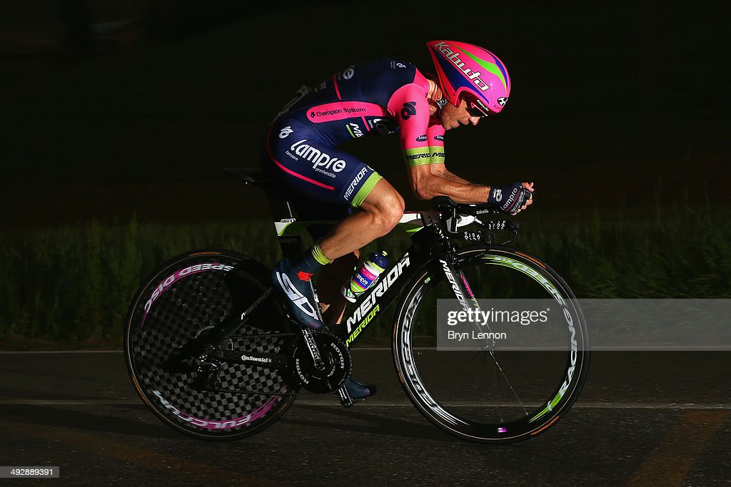 <a gi-track='captionPersonalityLinkClicked' href=/galleries/search?phrase=Damiano+Cunego&family=editorial&specificpeople=546982 ng-click='$event.stopPropagation()'>Damiano Cunego</a> of Italy and Lampre-Merida in action during the twelfth stage of the 2014 Giro d'Italia, a 42km Individual Time Trial stage between Barbarasco and Barolo on May 22, 2014 in Barbarasco, Italy.