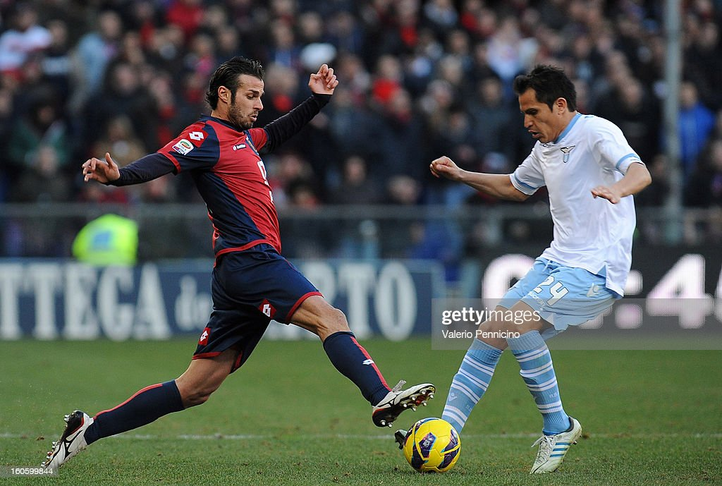 Damiano Ferronetti (L) of Genoa CFC competes with Cristian Ledesma of S.S. Lazio during the Serie A match between Genoa CFC and SS Lazio at Stadio Luigi Ferraris on February 3, 2013 in Genoa, Italy.