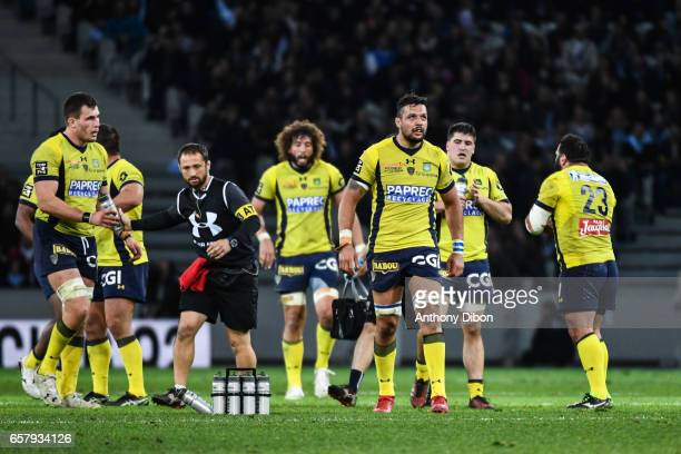 Damien Chouly and team of Clermont looks dejected during the Top 14 match between Racing 92 and Clermont Auvergne at Stade PierreMauroy on March 25...