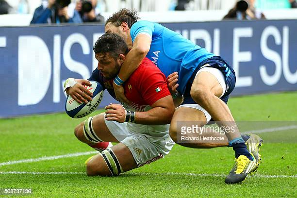 Damien Chouly of France scores his team's second try during the RBS Six Nations match between France and Italy at Stade de France on February 6 2016...