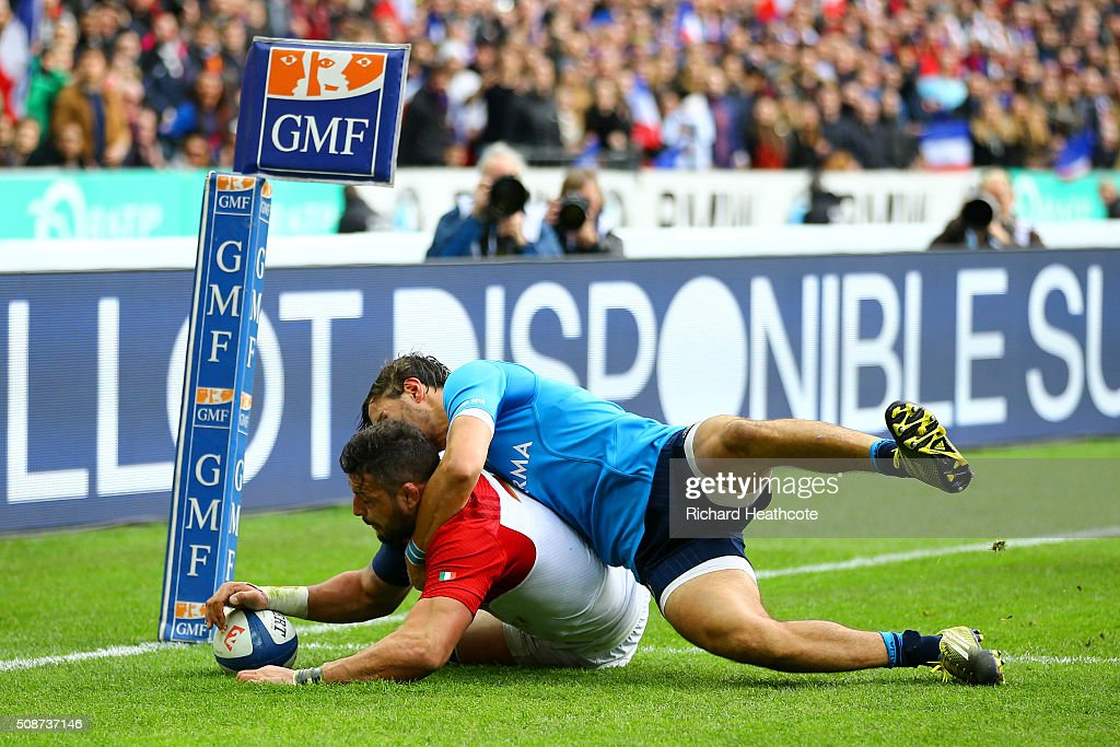 <a gi-track='captionPersonalityLinkClicked' href=/galleries/search?phrase=Damien+Chouly&family=editorial&specificpeople=634813 ng-click='$event.stopPropagation()'>Damien Chouly</a> of France scores his team's second try during the RBS Six Nations match between France and Italy at Stade de France on February 6, 2016 in Paris, France.