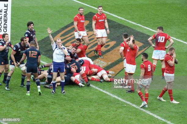 PARIS Damien Chouly of France scores the try of the victory at 100 minutes and celebrate the victory with teammattes during the RBS Six Nations match...