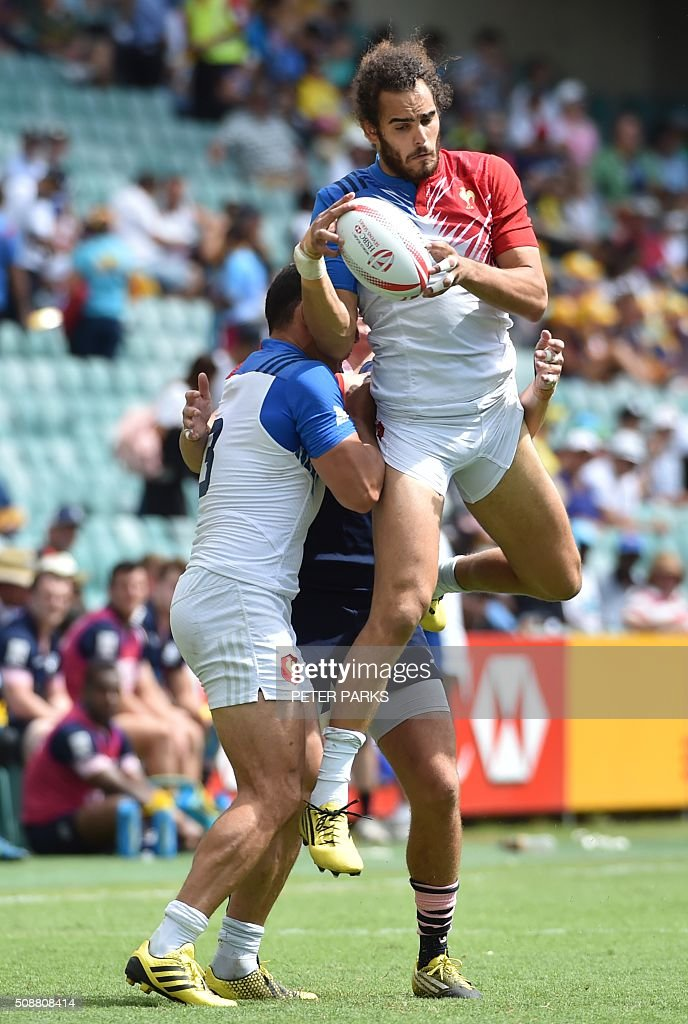 Damien Cler of France (L) lifts his teammate Jonathan Laugel (R) during their Bowl quarter-final game at the Sydney Sevens rugby union tournament in Sydney on February 7, 2016. AFP PHOTO / Peter PARKS PARKS