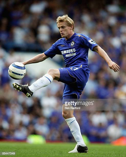 Damien Duff of Chelsea in action during the Barclays Premiership match between Chelsea and Arsenal at Stamford Bridge on August 21 2005 in London...