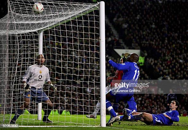 Damien Duff of Chelsea scores as Tim Howard of Manchester United watches the ball go into the back during the Carling Cup Semi Final Second Leg match...