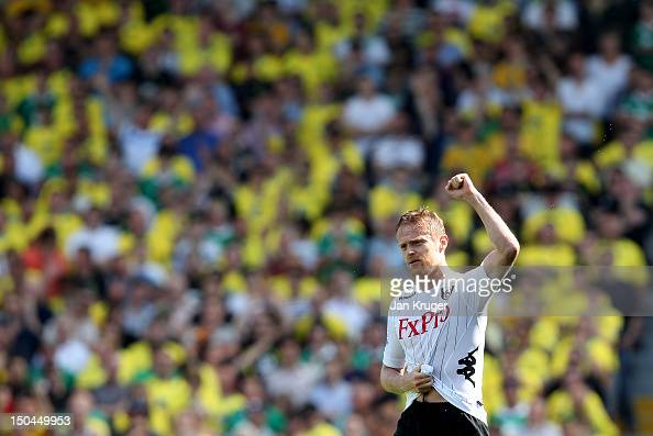Damien Duff of Fulham celebrates his goal during the Barclays Premier League match between Fulham and Norwich City at Craven Cottage on August 18...