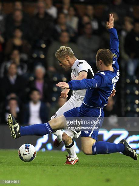 Damien Duff of Fulham shoots and scores his team's second goal during the UEFA Europa League 2nd Qualifying Round 2nd Leg match between Fulham and...