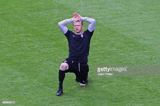 Damien Duff stretches during the Fulham press conference ahead of the UEFA Europa League final match against Atletico Madrid at HSH Nordbank Arena on...