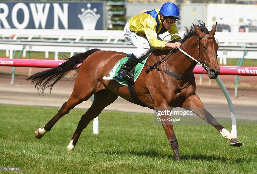 <a gi-track='captionPersonalityLinkClicked' href=/galleries/search?phrase=Damien+Oliver&family=editorial&specificpeople=210504 ng-click='$event.stopPropagation()'>Damien Oliver</a> riding Badawiya winning Race 5, the Edward Manifold Stakes during Turnbull Stakes Day at Flemington Racecourse on October 4, 2015 in Melbourne, Australia.