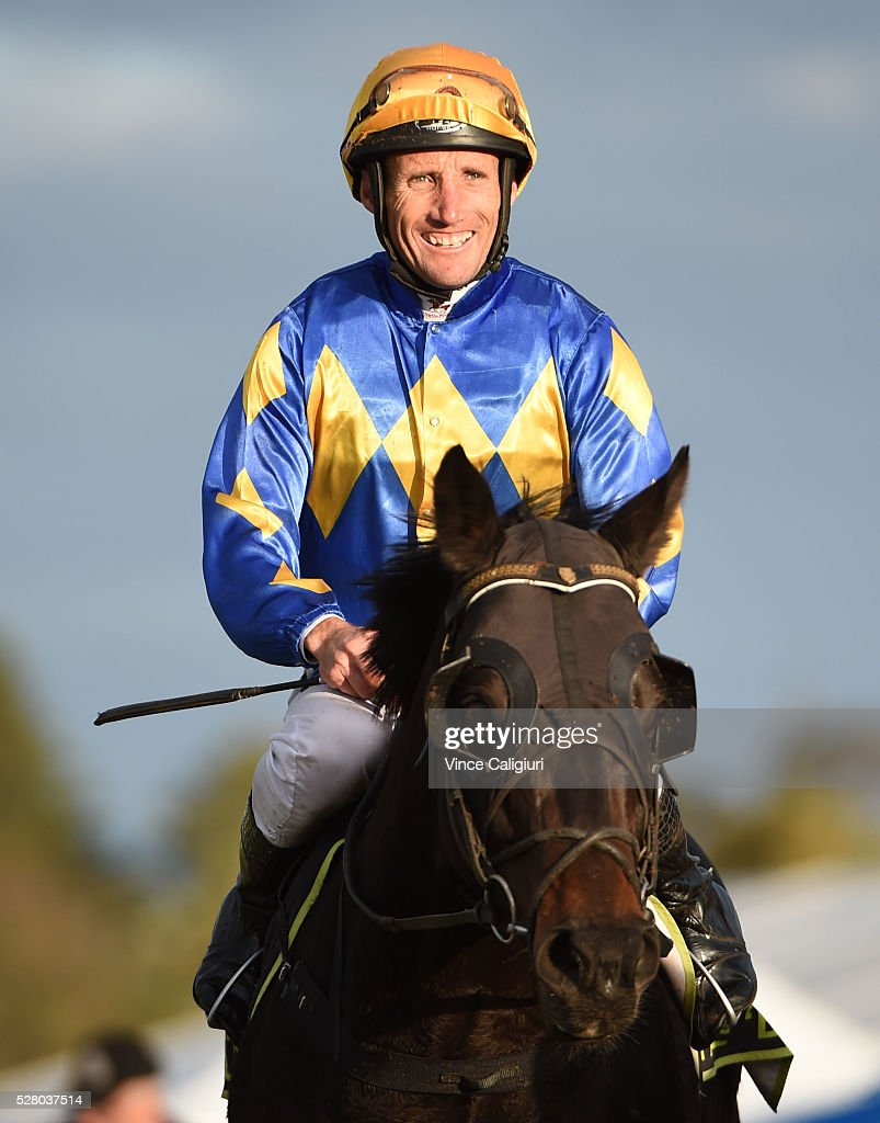 <a gi-track='captionPersonalityLinkClicked' href=/galleries/search?phrase=Damien+Oliver&family=editorial&specificpeople=210504 ng-click='$event.stopPropagation()'>Damien Oliver</a> riding Edgwood after winning Race 10 during Brierly Day at Warrnambool Race Club on May 4, 2016 in Warrnambool, Australia.