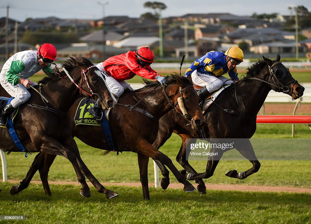 <a gi-track='captionPersonalityLinkClicked' href=/galleries/search?phrase=Damien+Oliver&family=editorial&specificpeople=210504 ng-click='$event.stopPropagation()'>Damien Oliver</a> riding Edgwood wins Race 10 during Brierly Day at Warrnambool Race Club on May 4, 2016 in Warrnambool, Australia.