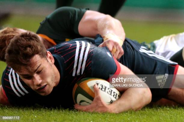 Damien Penaud of France scores a try during the International test match between South Africa and France at the Kingspark rugby stadium on June 17...