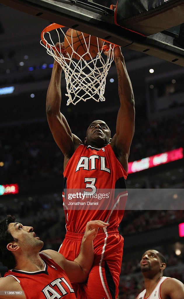 <a gi-track='captionPersonalityLinkClicked' href=/galleries/search?phrase=Damien+Wilkins&family=editorial&specificpeople=204651 ng-click='$event.stopPropagation()'>Damien Wilkins</a> #3 of the Atlanta Hawks dunks the ball over temmate Zaza Puchulia #27 and <a gi-track='captionPersonalityLinkClicked' href=/galleries/search?phrase=Kurt+Thomas&family=editorial&specificpeople=201800 ng-click='$event.stopPropagation()'>Kurt Thomas</a> #40 of the Chicago Bulls in Game Two of the Eastern Conference Semifinals in the 2011 NBA Playoffs at the United Center on May 4, 2011 in Chicago, Illinois.