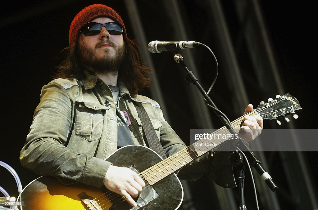 Damon Gough from Badly Drawn Boy performs during the 2004 Glastonbury Festival, on June 25, 2004 at Worthy Farm, Pilton, Somerset, England. The music festival spans over 3 days and runs until June 27.
