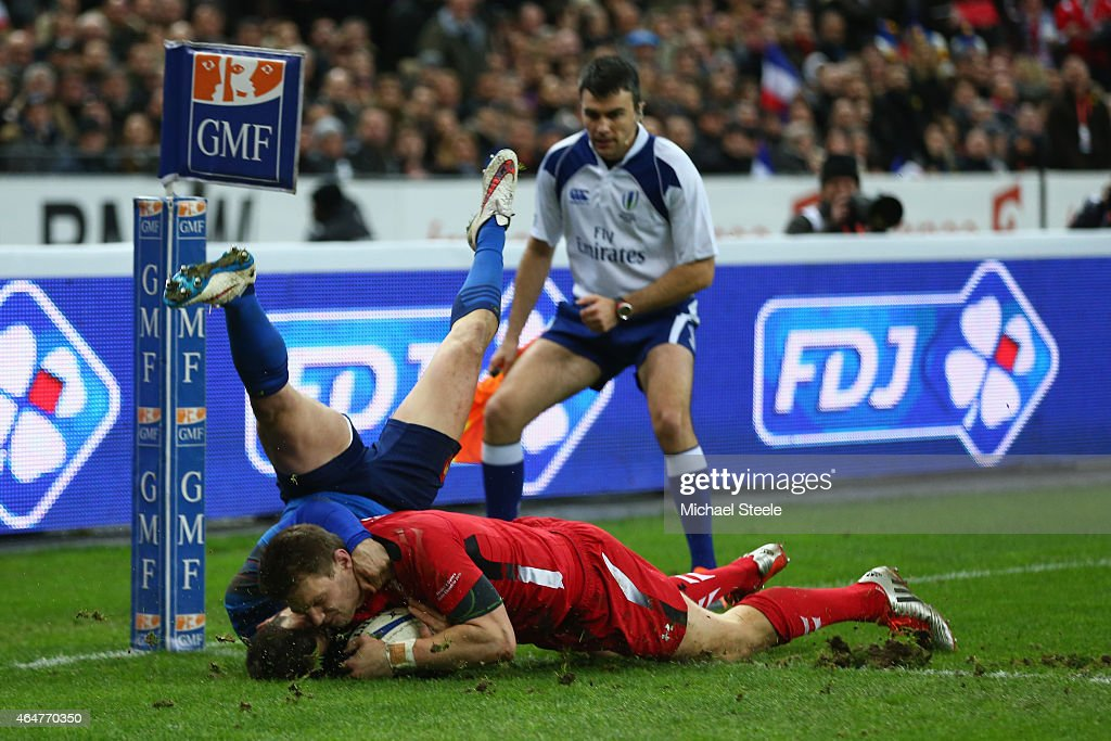 Dan Biggar of Wales scores his sides opening try despite the attention of Brice Dulin of France during the RBS Six Nations match between France and...