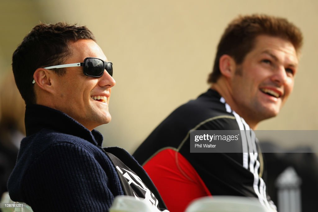 <a gi-track='captionPersonalityLinkClicked' href=/galleries/search?phrase=Dan+Carter+-+Rugby+Player&family=editorial&specificpeople=171299 ng-click='$event.stopPropagation()'>Dan Carter</a> (L) and <a gi-track='captionPersonalityLinkClicked' href=/galleries/search?phrase=Richie+McCaw&family=editorial&specificpeople=165235 ng-click='$event.stopPropagation()'>Richie McCaw</a> (R) of the All Blacks are all smiles during a New Zealand IRB Rugby World Cup 2011 captain's run at North Harbour Stadium on October 8, 2011 in Auckland, New Zealand.
