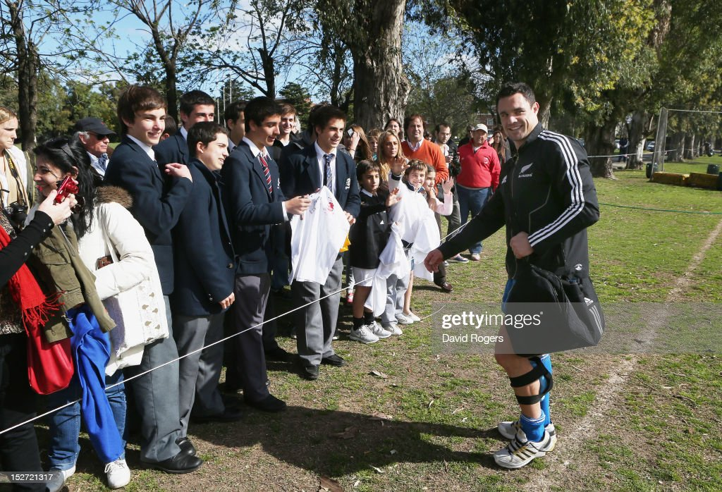 <a gi-track='captionPersonalityLinkClicked' href=/galleries/search?phrase=Dan+Carter+-+Rugby+Player&family=editorial&specificpeople=171299 ng-click='$event.stopPropagation()'>Dan Carter</a> is greeted by students after a New Zealand All Blacks training session held at Saint George's College on September 24, 2012 in Buenos Aires, Argentina.