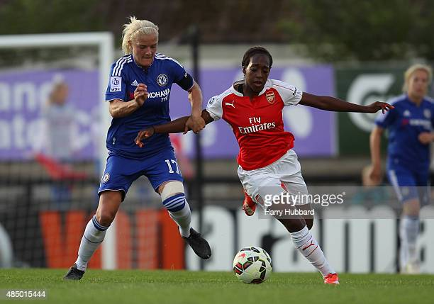 Dan Carter of Arsenal Ladies FC and Katie Chapman of Chelsea Ladies FC during the FA WSL match between Arsenal Ladies FC and Chelsea Ladies FC at...