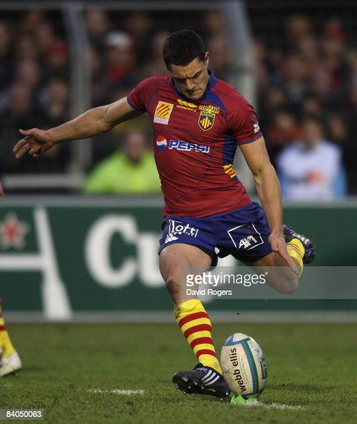 Dan Carter of Perpignan takes a penalty during the Heineken Cup match between Perpignan and Leicester Tigers at Stade Aime Giral on December 14 2004...